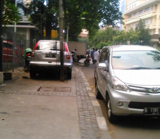 Sidewalk Function In Indonesia
