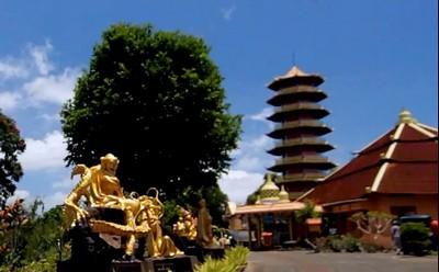 Tomohon Ekayana Pagoda