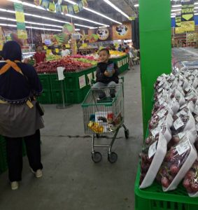 another function of shopping trolley invented by Indonesian 2