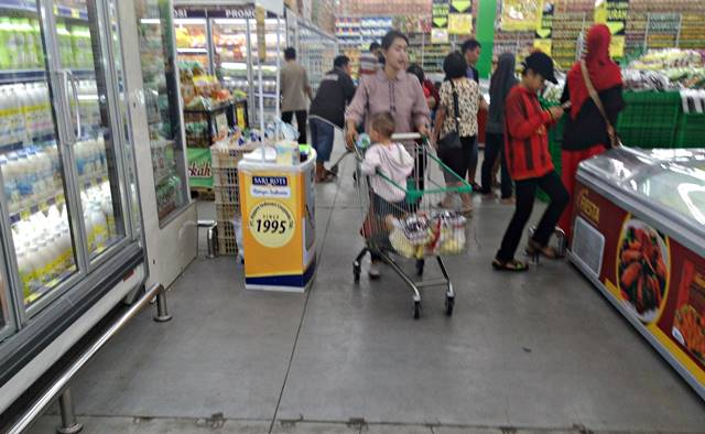 another function of shopping trolley invented by Indonesian 3